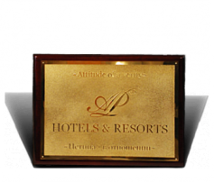 Вывеска «Hotels & Resorts»